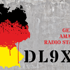 QSL-Karten Design mit Umrissen der Deutschlandkarte und Beton-Hintergrund