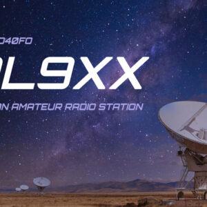 QSL-Karten Vorlage mit Satellitenschüsseln und Sternenhimmel in der Wüste im Hintergrund